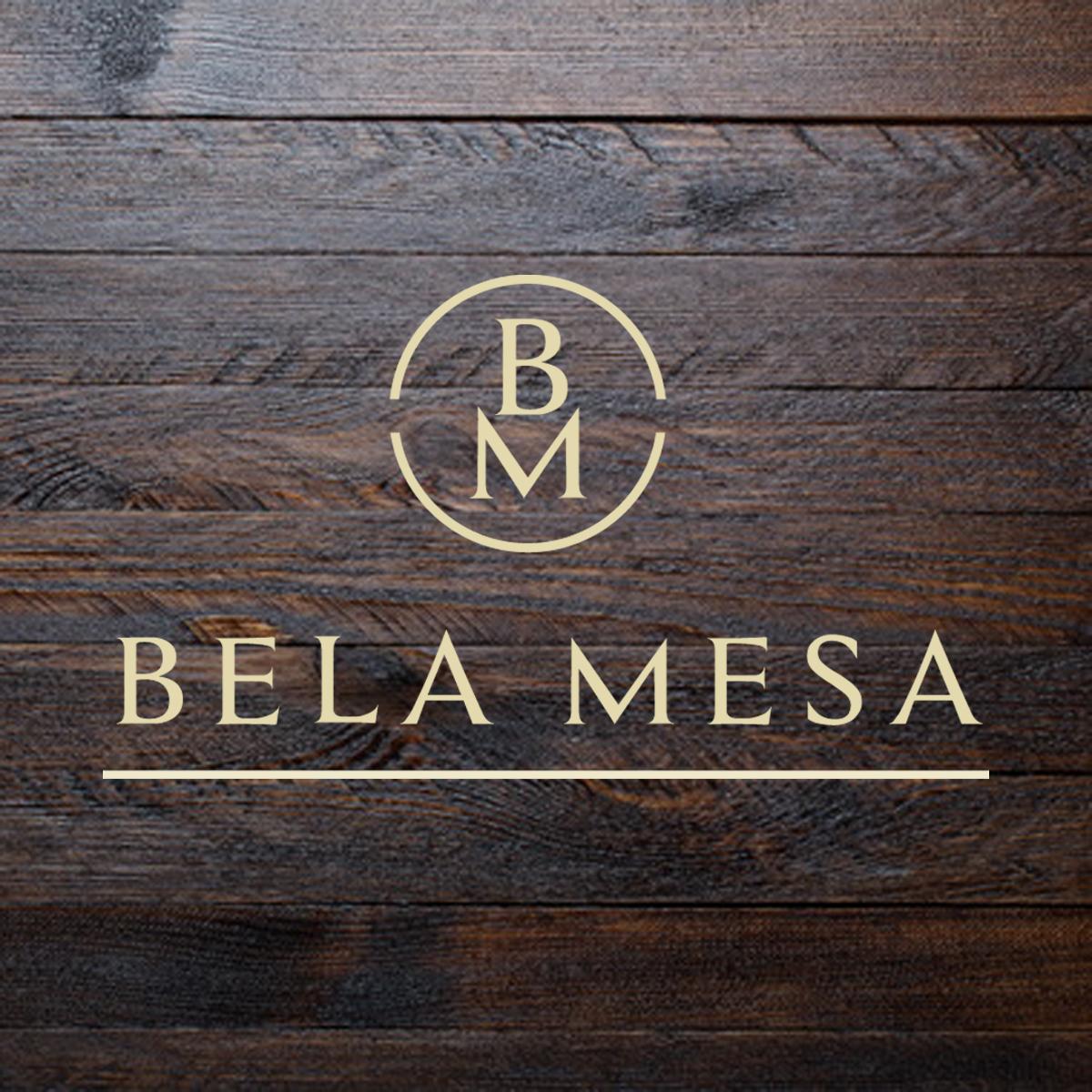 Bela mesa - logo na drewnie